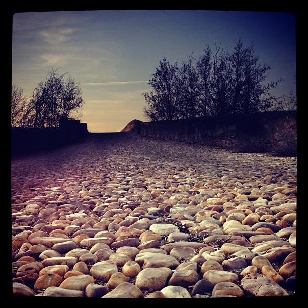 Caminos de piedra ubiquography for Caminos de piedra en jardines